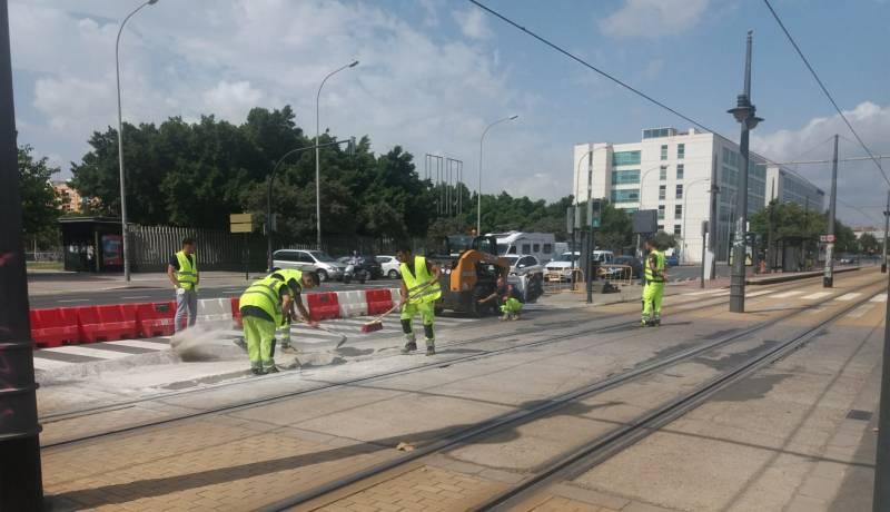 Obras en el pavimento del tranvía de Tarongers. Imagen: GVA