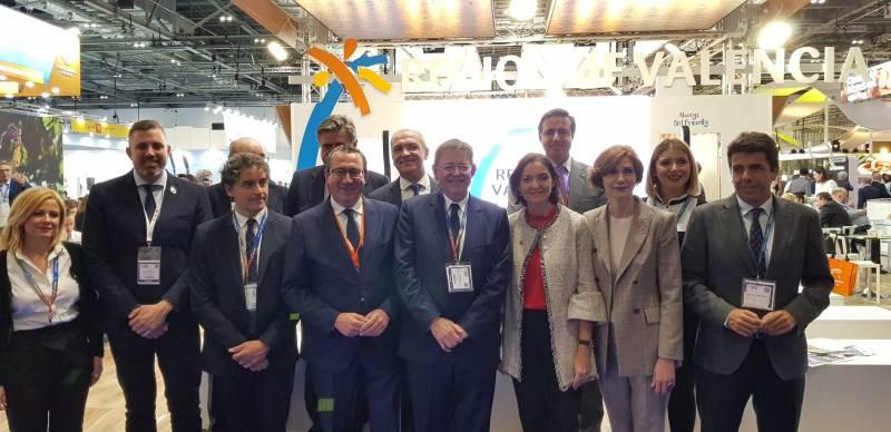 Jordi Mayor y el resto de autoridades en el espacio de la CV