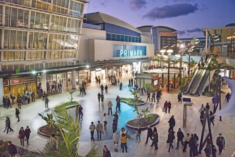 Plaza del centro comercial