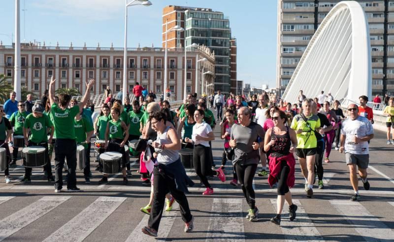 Un momento de la marcha a su paso por la Peineta de Calatrava. FOTO J. FÉLIX GIMENO