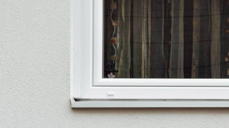 Ventana  reformada de una vivienda de una familia en situación de vulnerabilidad