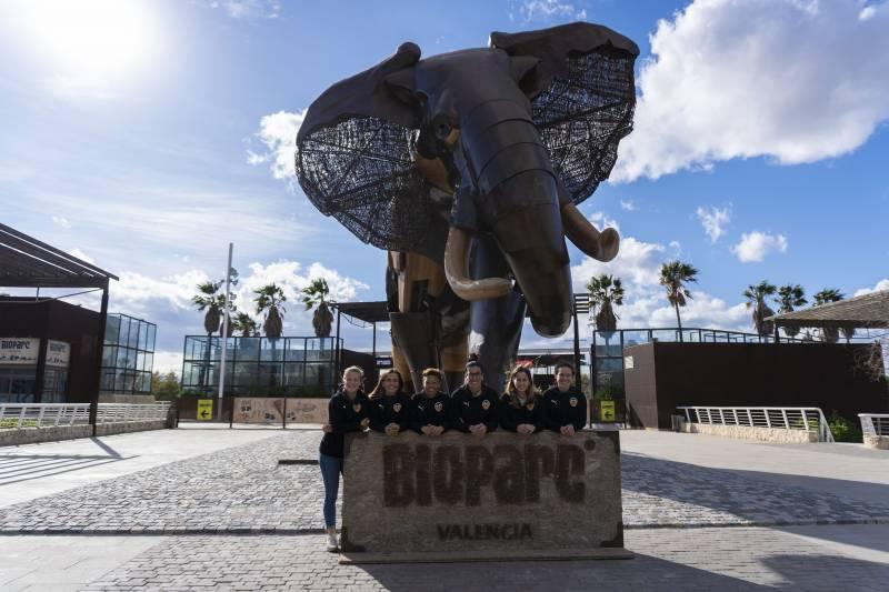 Jugadoras del Valencia CF Femenino visitan BIOPARC Valencia en la semana de la Mujer 2020
