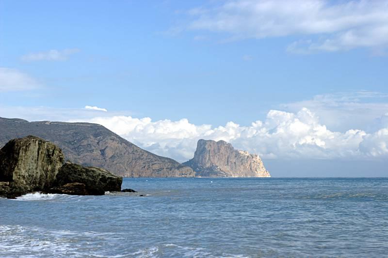 Playa y rocas, Peñon de Ifach
