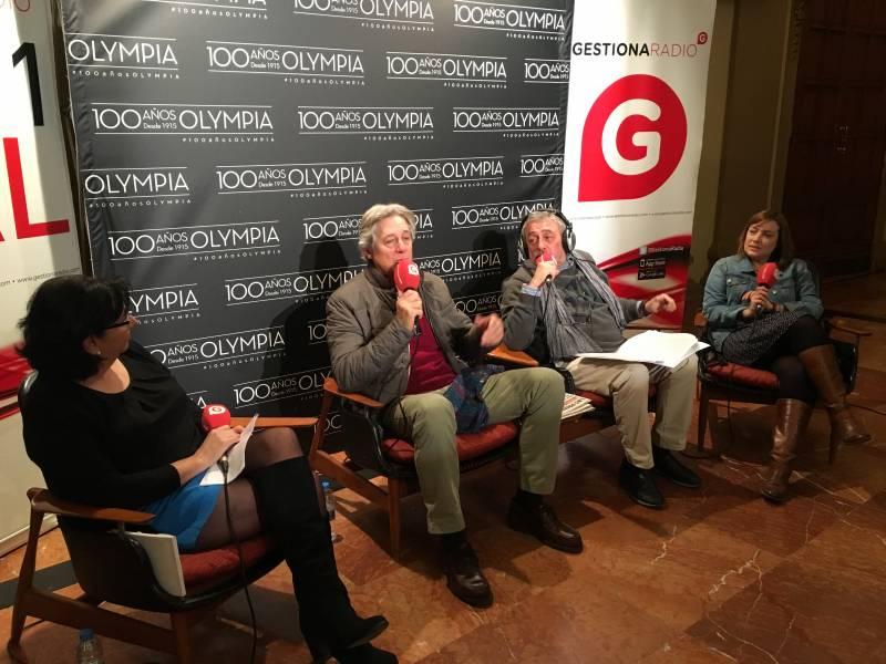 Los periodistas Nieves Marco, Miguel Angeles Pastor y Esther Cerveró durante la entrevista a Josema Yuste//E.C.