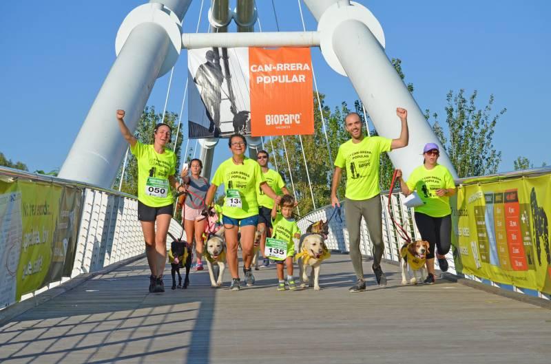 CAN-RRERA de BIOPARC Valencia - carrera solidaria en la que se participa con perro
