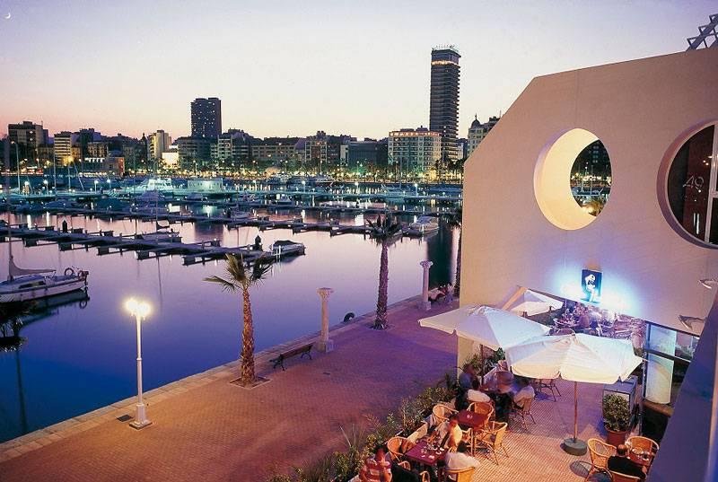 La noche en el puerto de Alicante