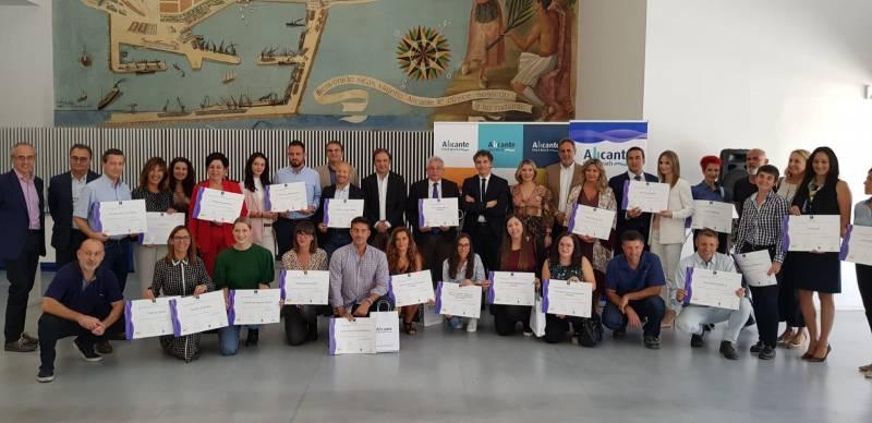 Francesc Colomer entrega 70 distintivos Sicted a empresas y servicios públicos de Alicante