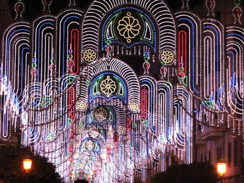 iluminación de una de las calles en 2015 : : Ayt. Valencia