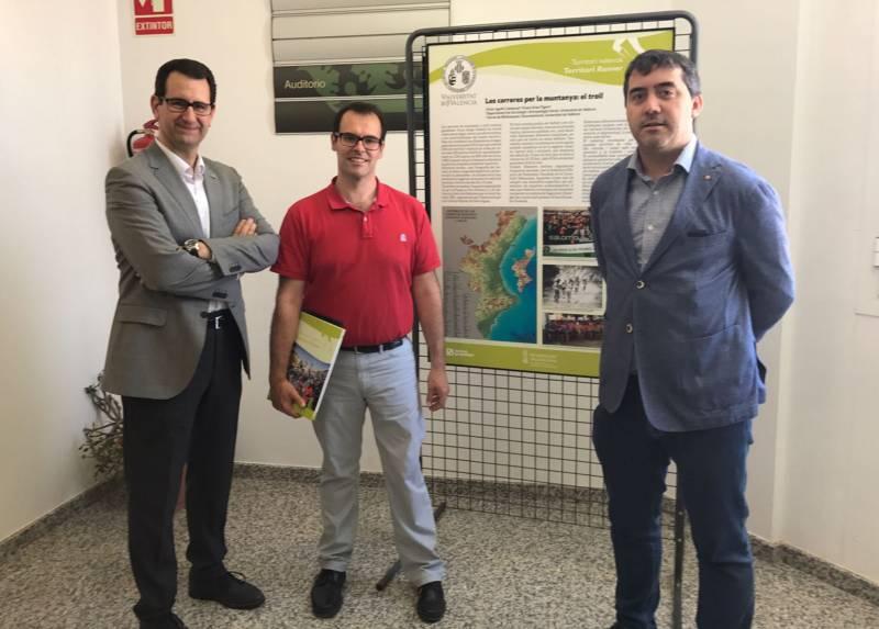 De izquierda a derecha: El vicerrector Jorge Hermosilla, el alcalde de Chulilla, Vicente G. Polo, y el comisario Víctor Agulló