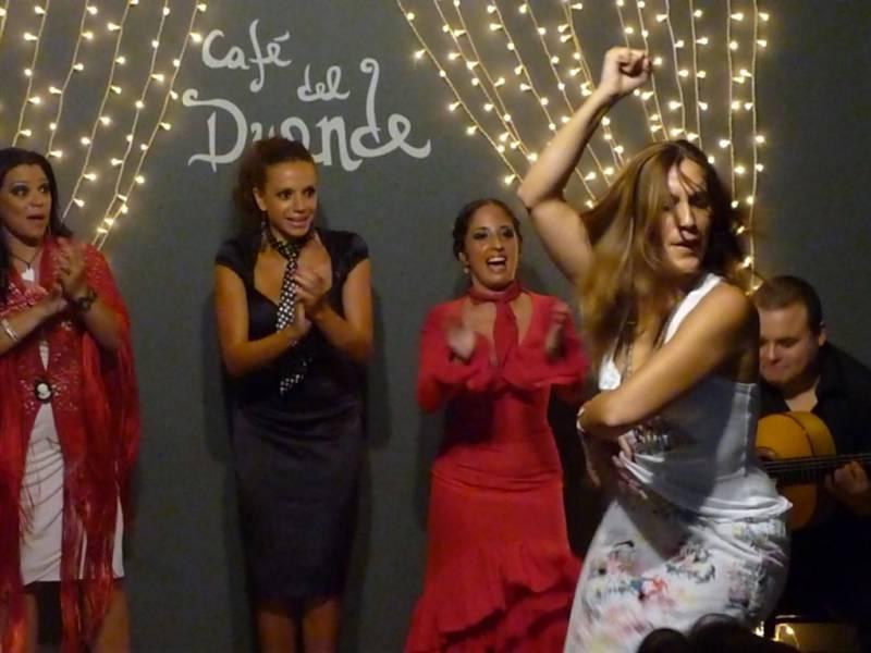 Una de las actuaciones de cafe del Duende en Valencia. // Viu Valencia