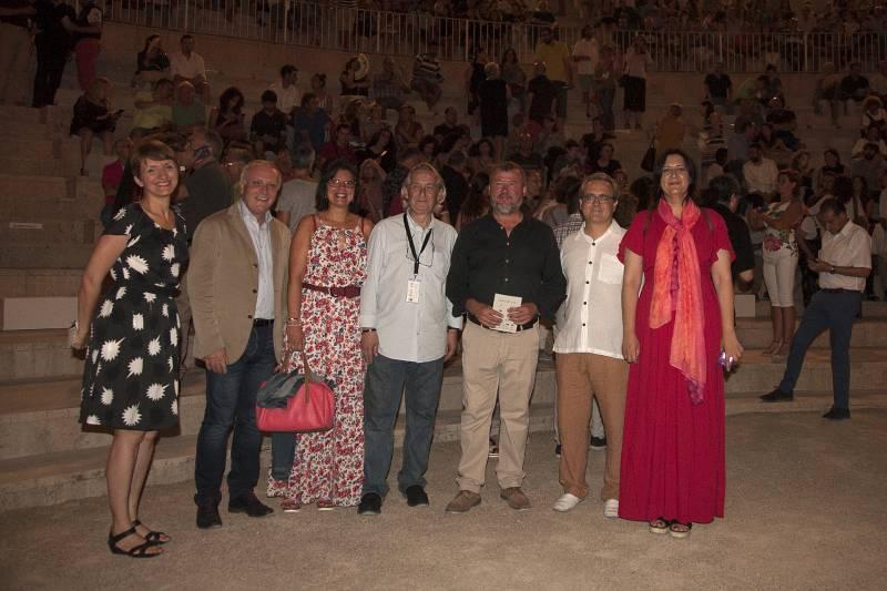 La diputada Rosa Pérez Garijo, el secretario autonómico de Cultura, Albert Girona, el director de Sagunt a Escena, Juanvi Martínez, y el alcalde de Sagunto, Quico Fernández.