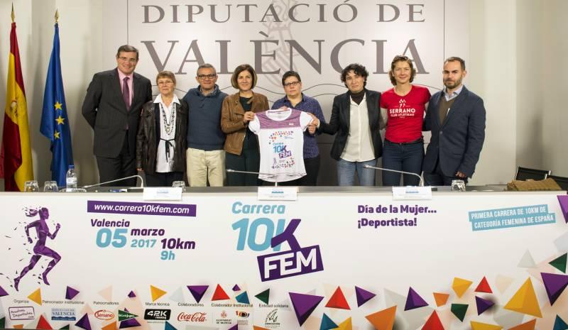 Isabel García, la directora de la 10K, Maravillas Aparicio, y la concejala del Ayuntamiento de Valencia, Maria Teresa Girau