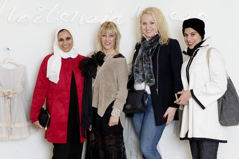 Hortensia con Hala y Hana Al Duwaisan, empresarias