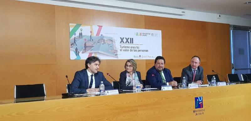 Evarist Caselles con los representantes de Festiu