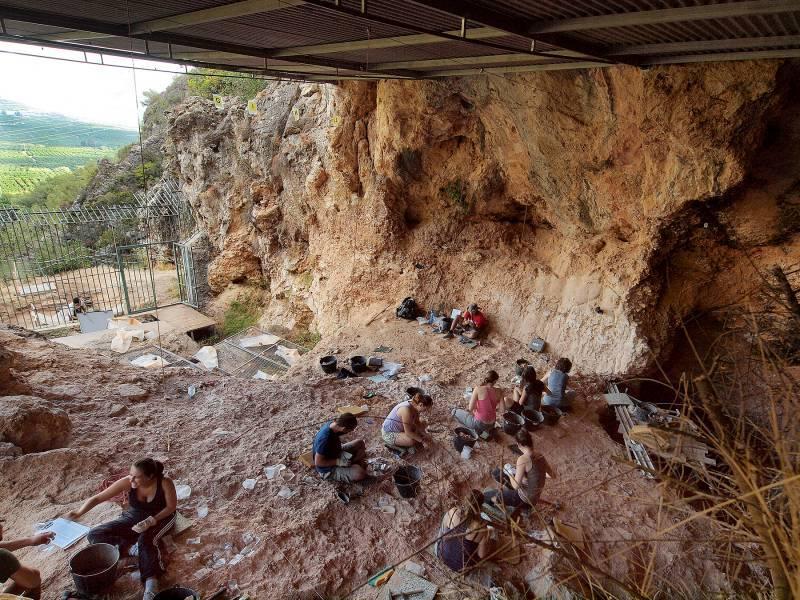 La Cueva de Bolomor, donde vivieron los humanos más antiguos de la Comunidad Valenciana