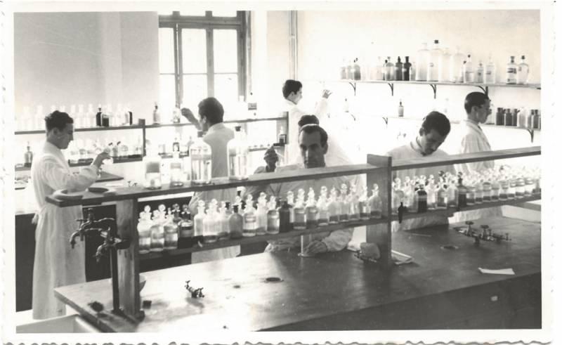 Laboratorio nueva Facultad de Qui?mica. Promocio?n de 1945. Donada por Mercedes Campos. EPDA
