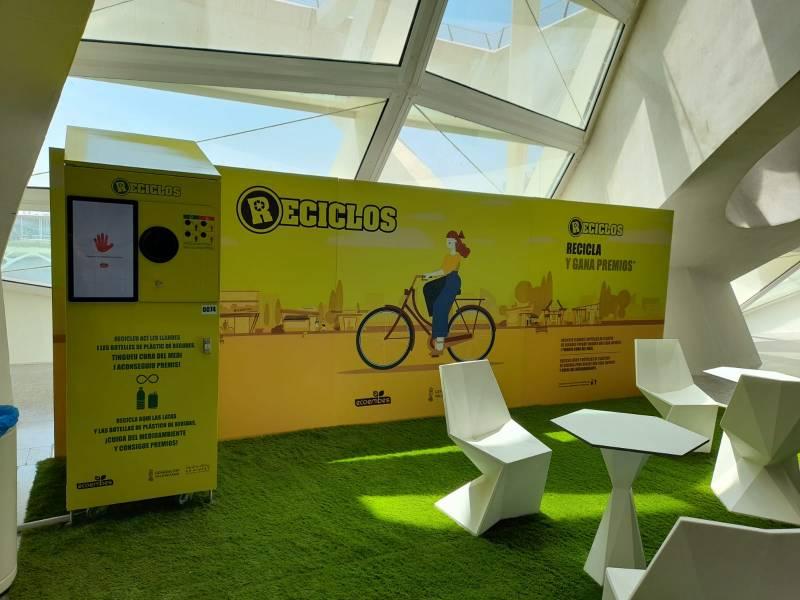 Máquinas Reciclos instaladas en la Ciutat de les Arts i les Ciències. Imagen: GVA