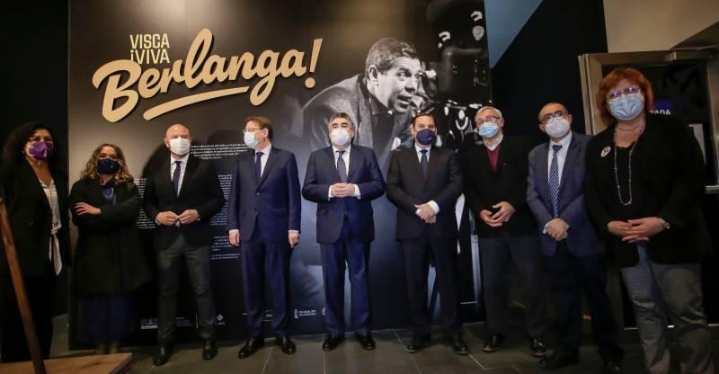 Fotografía de los ministros junto al president. EPDA.