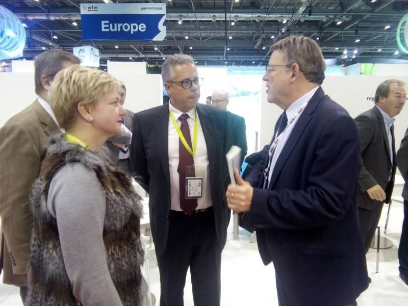 Pilar Moncho i Evarist Caselles amb el president Ximo Puig
