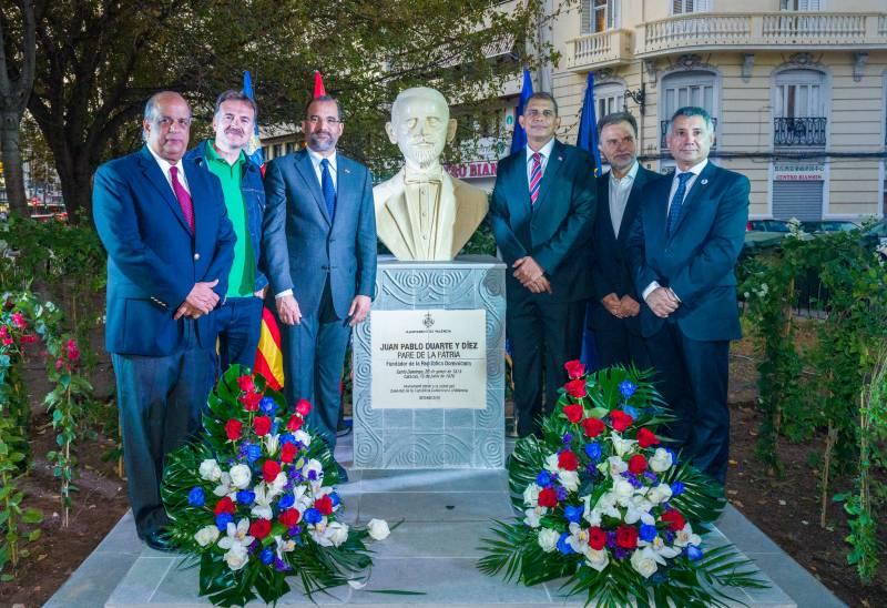Develamiento del busto de Juan Pablo Duarte