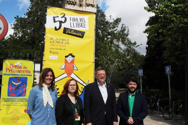 Visita de Ximo Puig y Sandra Gómez a la Fira del Llibre