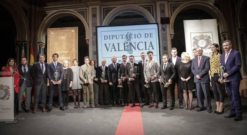Foto familia premiados en las Ferias Taurinas de Fallas y Julio