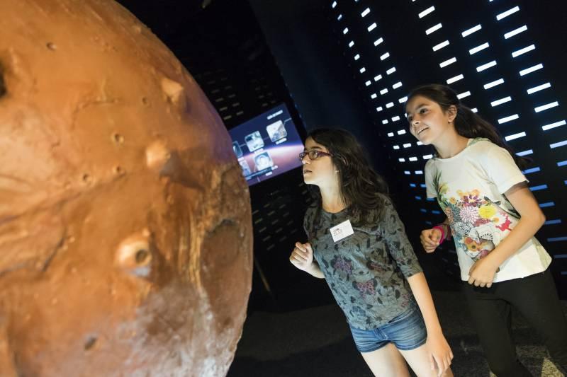 El Museu de les Ciències amplía en verano las visitas guiadas en la exposición 'Marte. La Conquista de un Sueño' y 'Els nostres dinosaures'