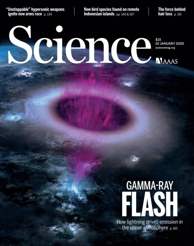 Imagen de la Tierra desde la Estación Espacial en la que se ven los destellos luminosos de los rayos de las tormentas. De uno de ellos sale un chorro de partículas de muy alta energía (el TGF) y en relación con ellas un anillo circular correspondiente al TLE asociado