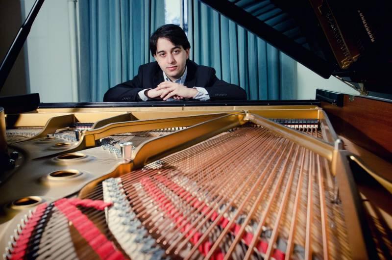 El pianista Luka Okros, ganador de la XIX edición Premio Iturbi