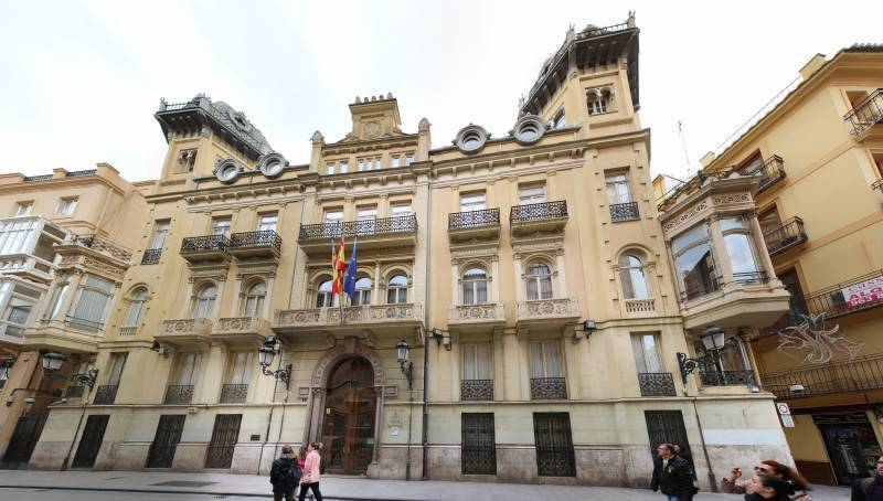 Palacio de Fuentehermosa, un tesoro del modernismo valenciano en plena calle Caballeros