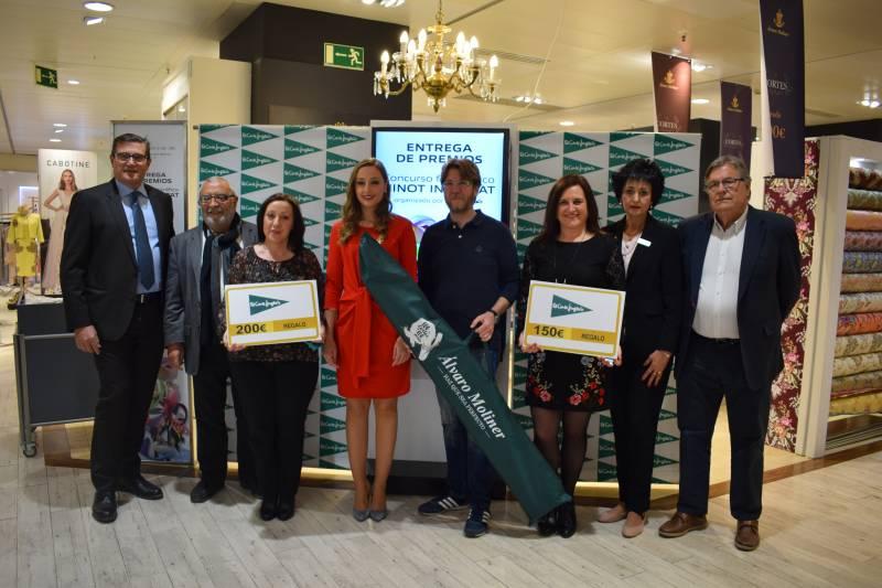 Los premiados junto a Rocío Gil, representantes del jurado y directivos de El Corte Inglés