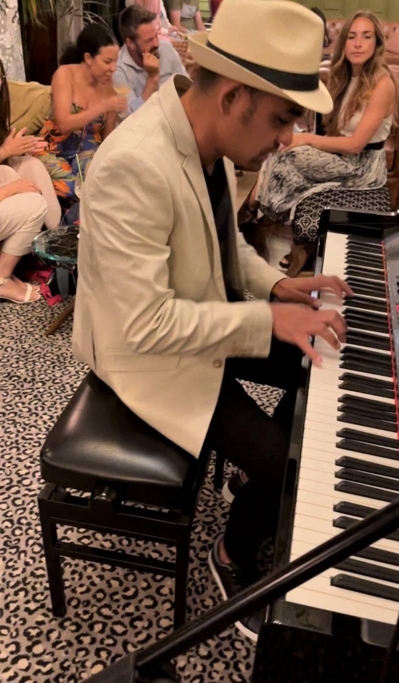 ?Piano Club?. EPDA