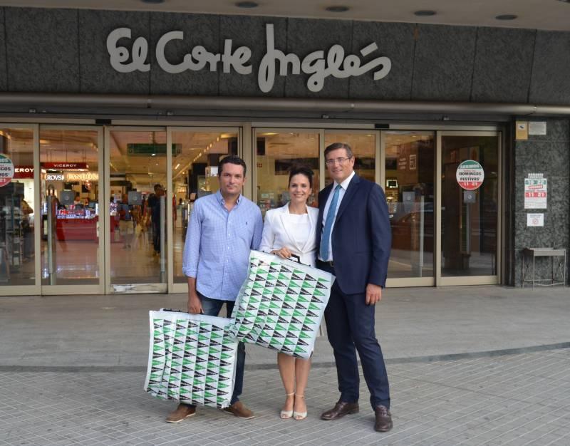 Pau Pérez Rico con los presentadores