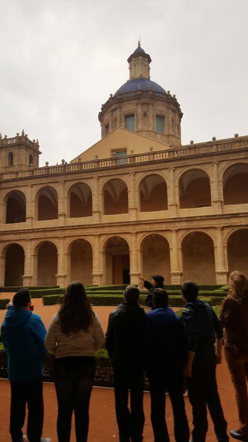 Un total de 400 alumnos de Bachillerato descubren San Miguel de los Reyes desde la poesía