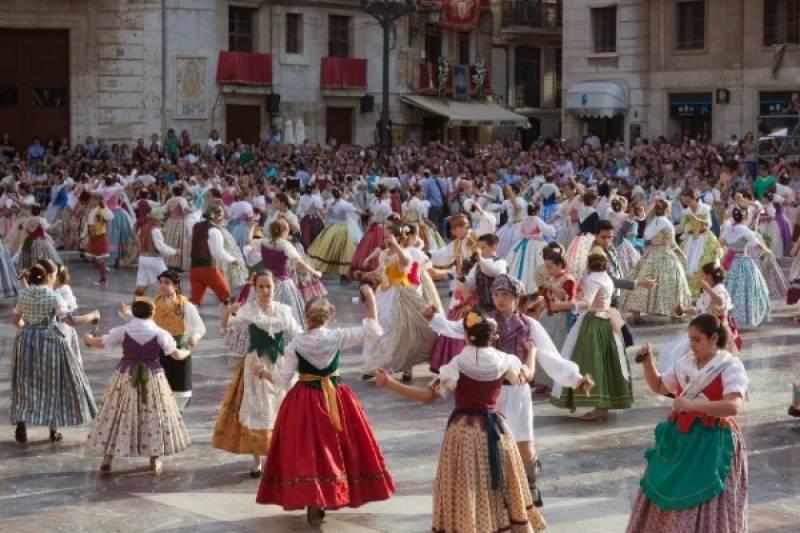 Imagen de la Dansà de 2015, organizada  por el Ayuntamiento de Valencia, la Junta Central Fallera  y la Federación de Folklore : : Diputación de Valencia