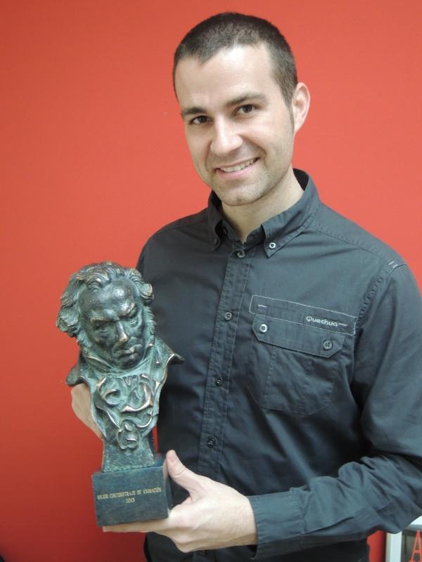 Jaime Maestro posa orgulloso con el Goya (Viu València)
