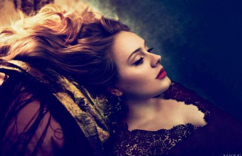 Adele posando para las cámaras// tomada de crónica de la Xalapa