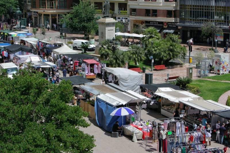 Mercadet a la Plaça del Ajuntament. EPDA