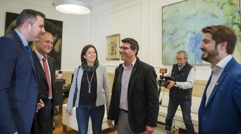 Jorge Rodríguez, en la reunión con los alcaldes de Llíria, Cullera y Buñol // Abulaila