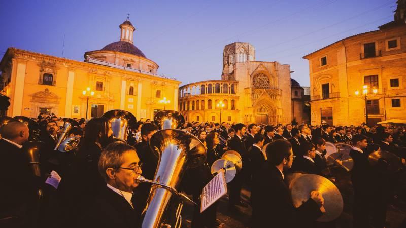 Federación de Sociedades Musicales de la Comunitat Valenciana (FSMCV) en la Plaza de la Virgen. EPDA