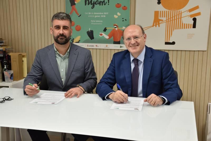 El concejal de Cultura Festiva, Pere Fuset, y el director regional de El Corte Inglés, Juan Sabater