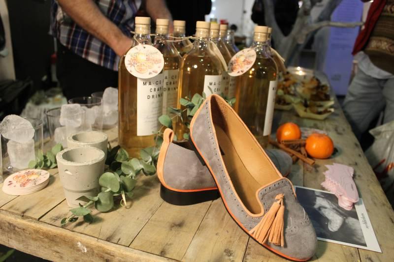 La influencia mediterránea está presente tanto en los diseños de zapatos como en el licor//E.C.