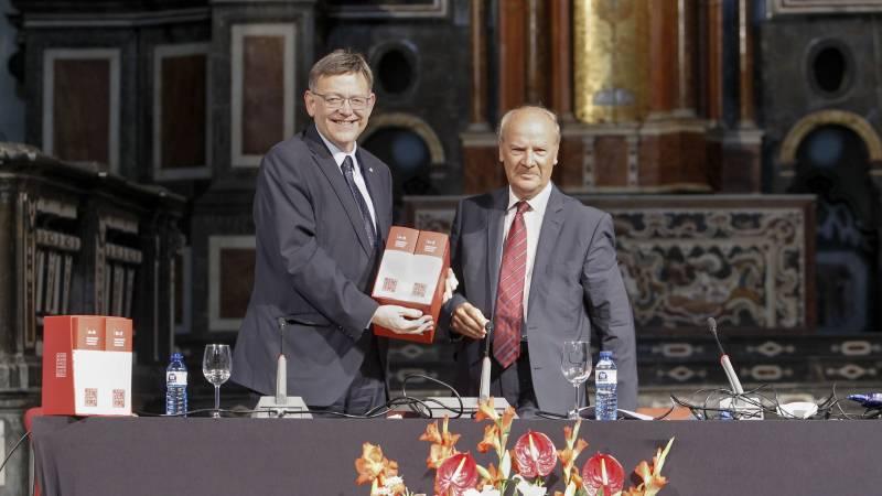Ximo Puig en la presentación del nuevo diccionario de AVL