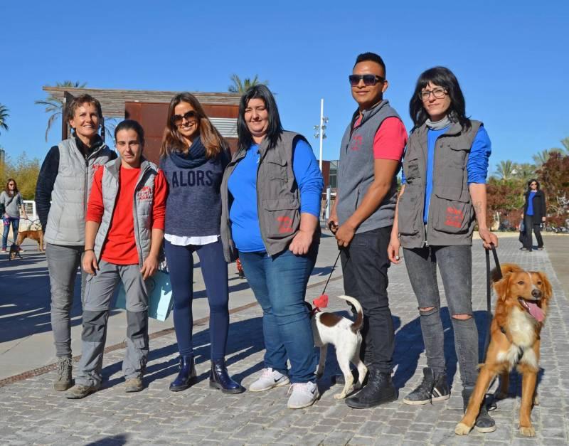 Varios de los voluntarios que participaron en el desfile de hace dos años. //VIUVALENCIA