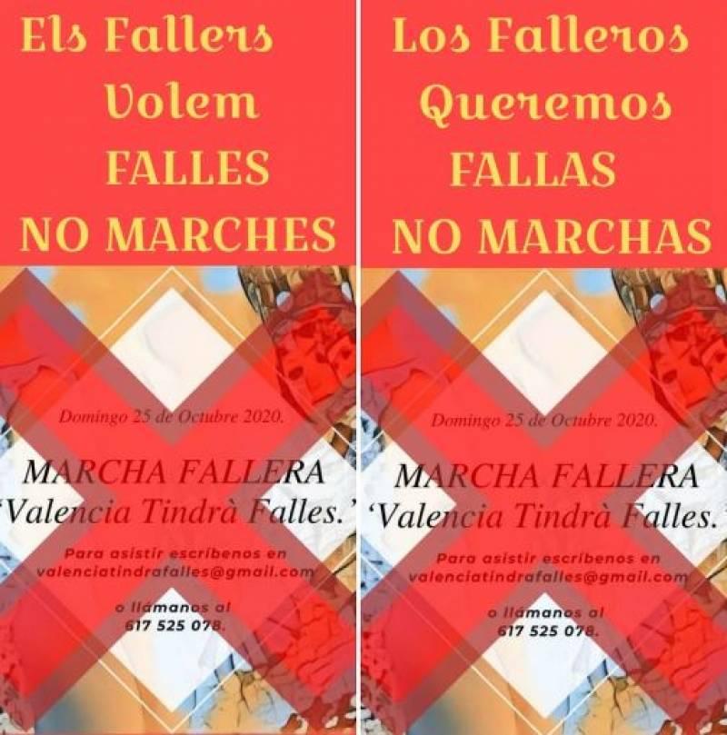 El Director Regional de El Corte Inglés observa la firma de la Fallera Mayor de Valencia, Consuelo Llobell, en el Libro de Honor de la empresa, junto a Carla, Fallera Mayor Infantil