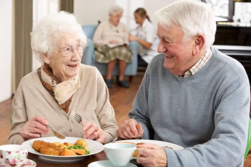Gente mayor en una imagen de archivo. EPDA