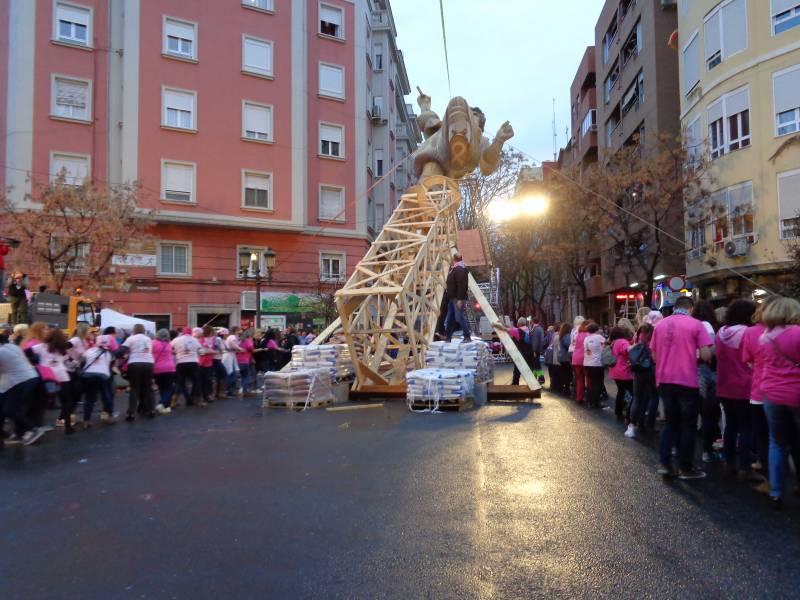 La actitud de 200 mujeres y el apoyo de la Falla Palleter Erudito Orellana