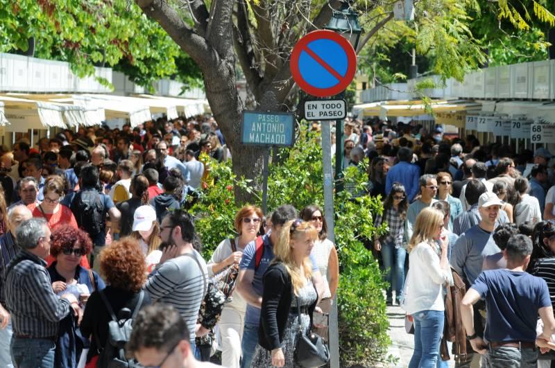 Paseo Antonio Machado de los Jardines de Viveros de València en la 52 Fira del Llibre // García Poveda