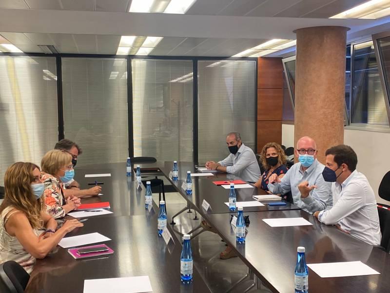 Reunión que ha mantenido el Comité de Dirección de Maratón Valencia con la consellera de Sanidad Universal y Salud Pública. EPDA