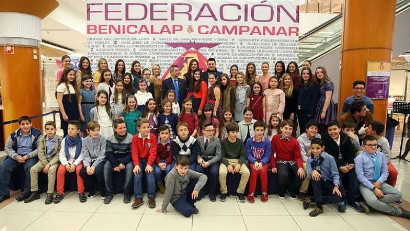 La FMV, Alicia Moreno, con representantes de todas las comisiones//Viu València